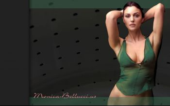 monica-bellucci-wallpaper-06.jpg
